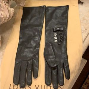 Louis Vuitton leather gloves.